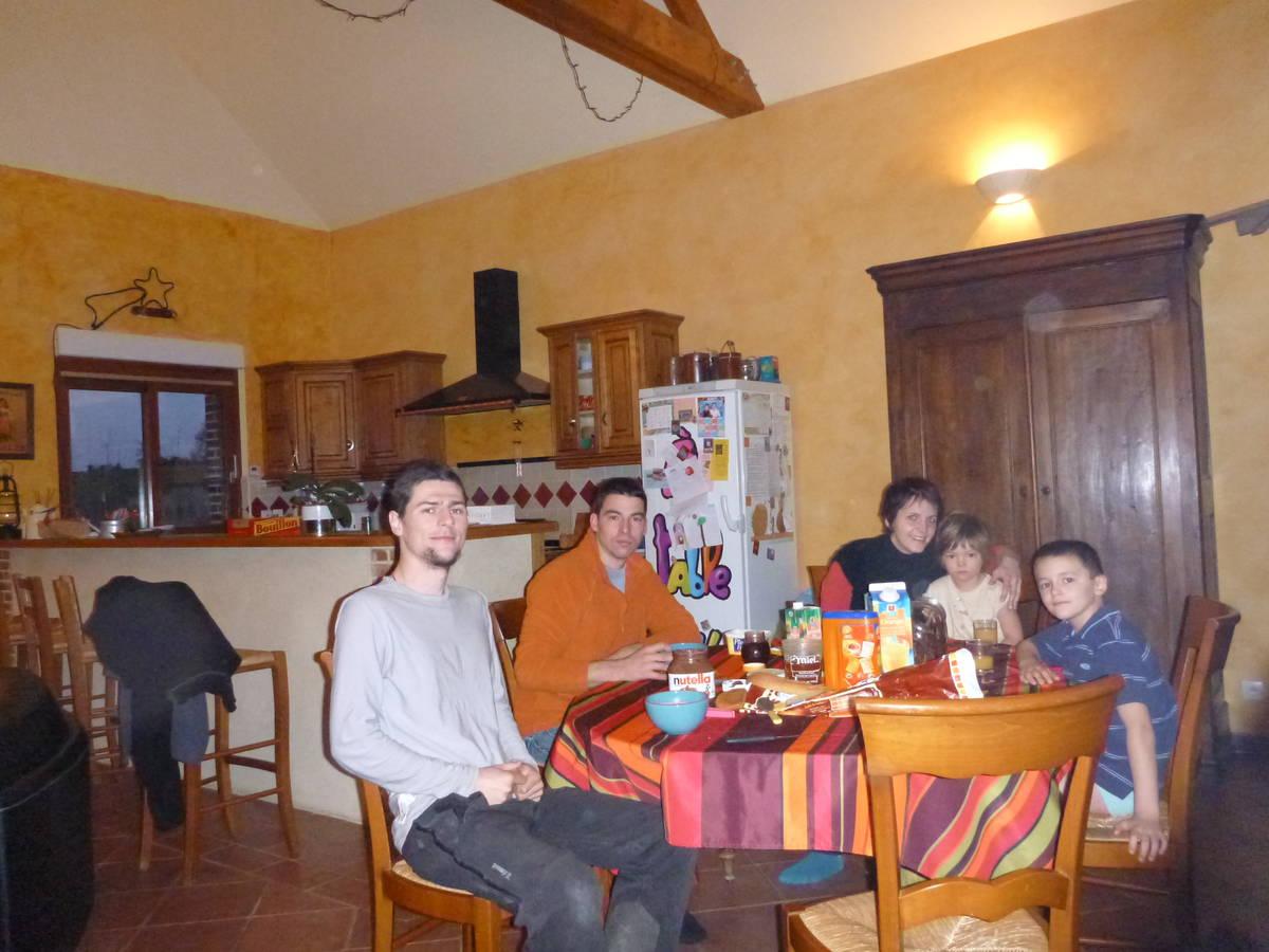 Merci à Vincent(père), Hélène(mère) , Line(fille), Jules(Garçon), justen(frère de Hélène) [St Calais]