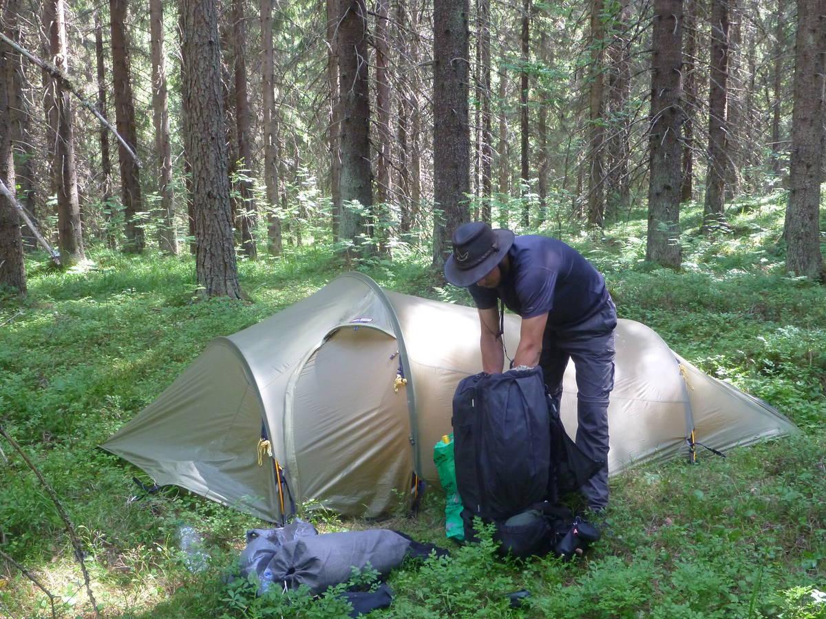 Camper dans les forêts devient indispensable à cause de la chaleur