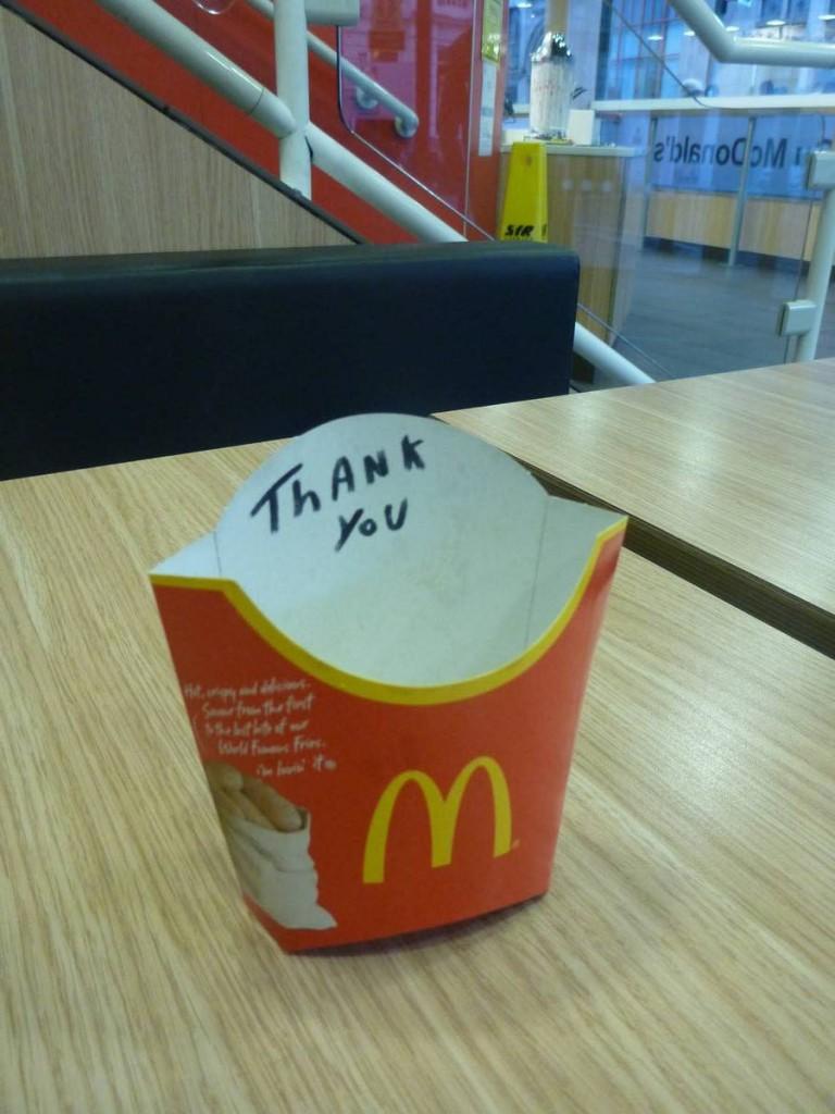 Un grand merci à Mc Donald : Pour le prix d'une petite frite voici les prestations offertes : Lavage de corps, lessives, internet, chopage de pq, rechargement des batteries, repos au chaud, possibilité de récupérer les commandes non finis des clients