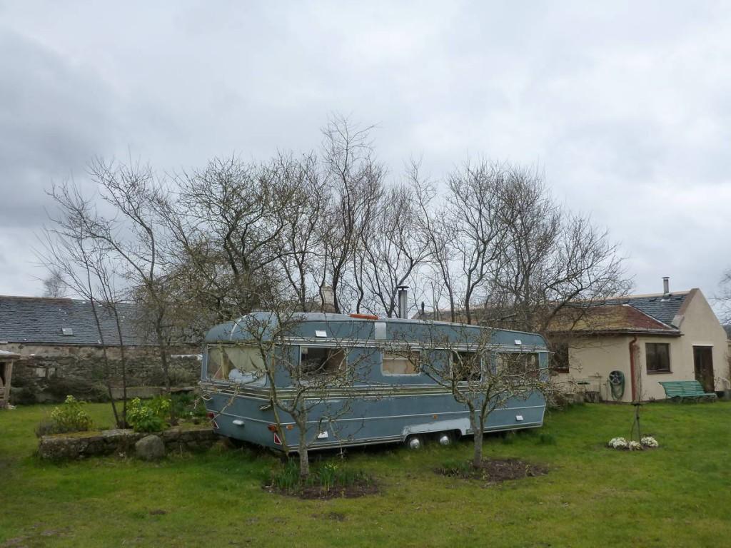 Cette caravane est utilisé par un psychologue afin d'y recevoir ces clients