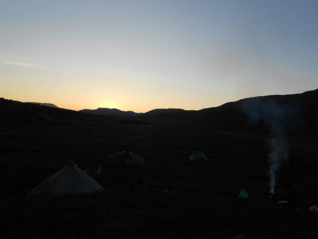 Le campement du soir, chacun sa tente, chacun son feu. Le temps nous appartient