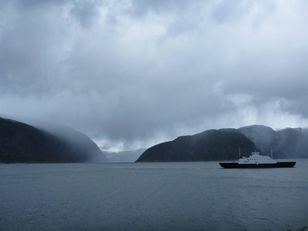 Afin de passer d'un fjord à l'autre sans avoir à faire le gros détour qu'il implique, des bateaux navettes sont mis en place