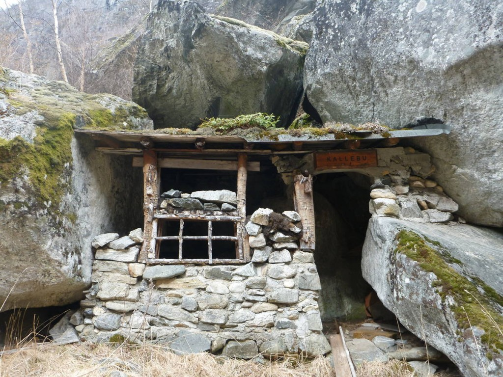 Une jolie petite cabane de pierre qui nous a servie pour la pause de midi
