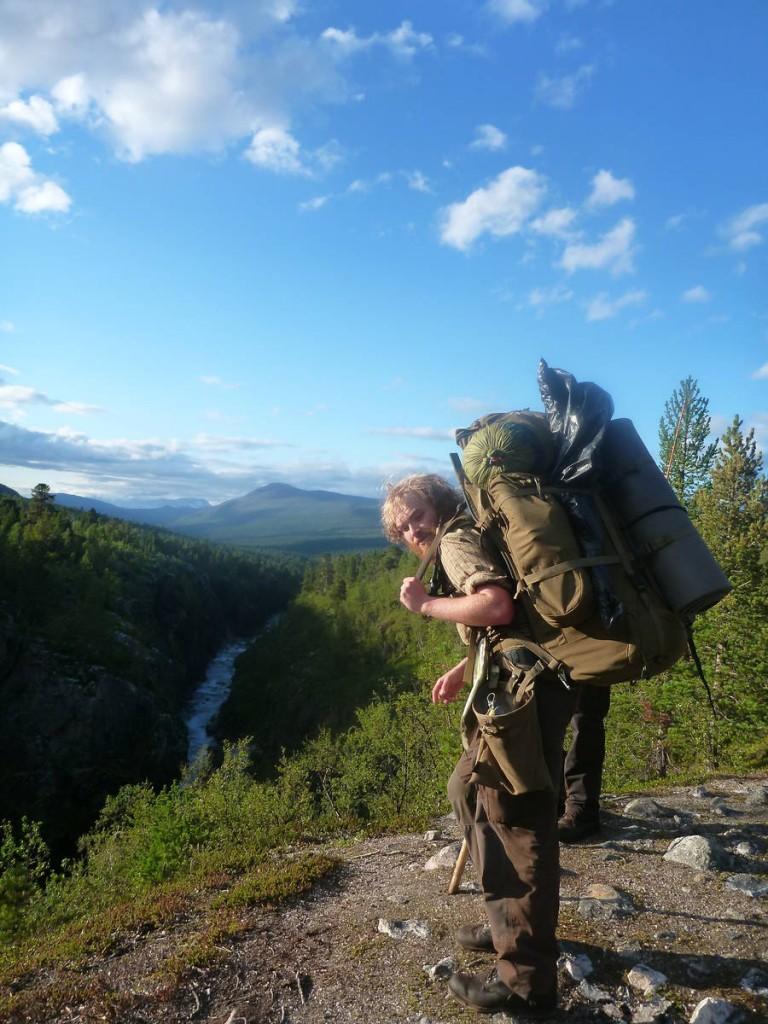 Sondre est un norvégien pas comme les autres : Il a vingt ans et à décidé de rejoindre le cap nord depuis le point le plus au sud de son pays. Cela fais près de sept mois qu'il marche seul dans les montagnes. Nous atteindrons notre but commun ensemble après un mois de marche en sa compagnie