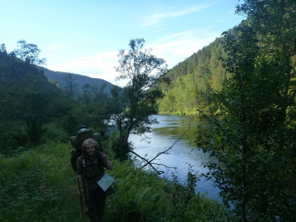 Nous suivons une des plus célèbres rivière à saumons du coin