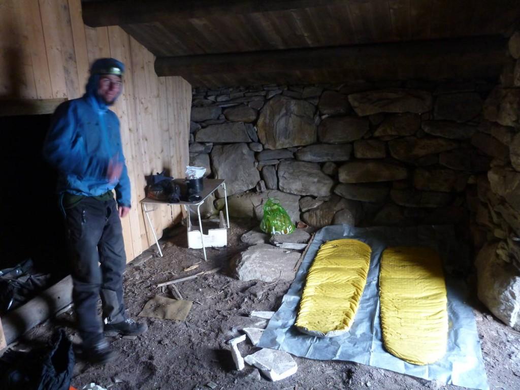 Nuit dans une bergerie abandonné. La température qui descends dans les -15 degrés cette nuit