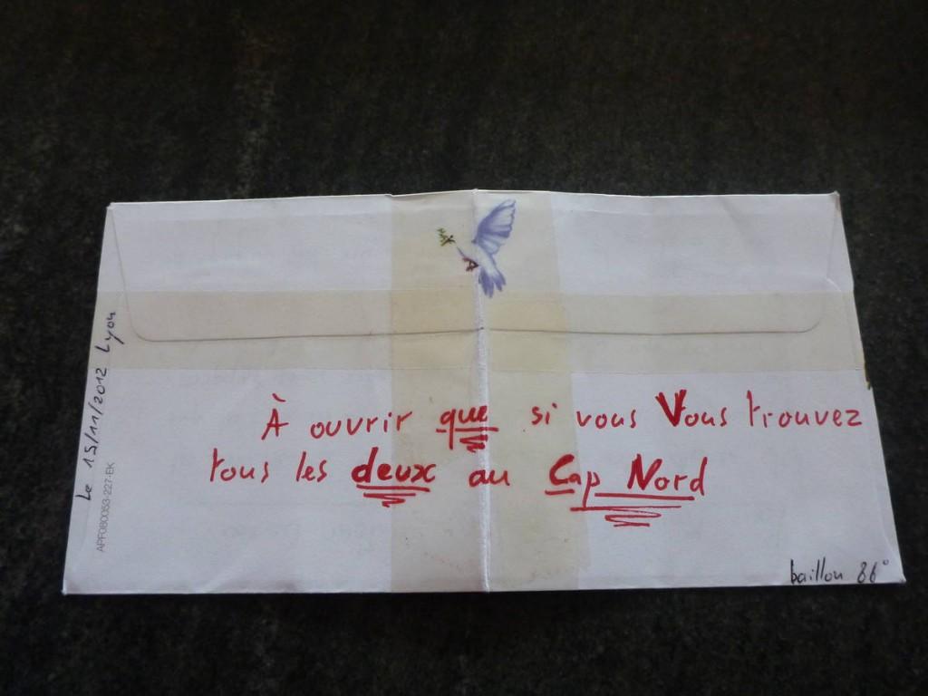 Une lettre de l'un de nos amis qui nous avait fait promettre de ne pas l'ouvrir avant d'être arrivée.