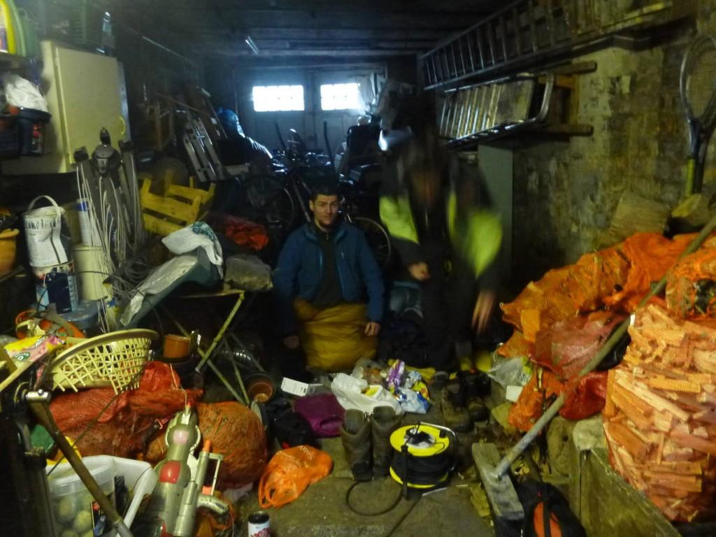 Une famille de riches nous loge dans leur cave à charbon