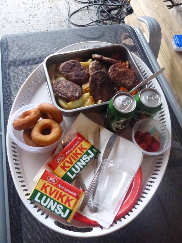 Plateau repas offert par des hôtes