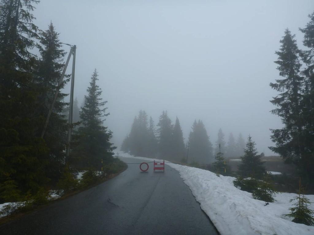 Route barré pour cause de neige abondante; Nous y allons quand même
