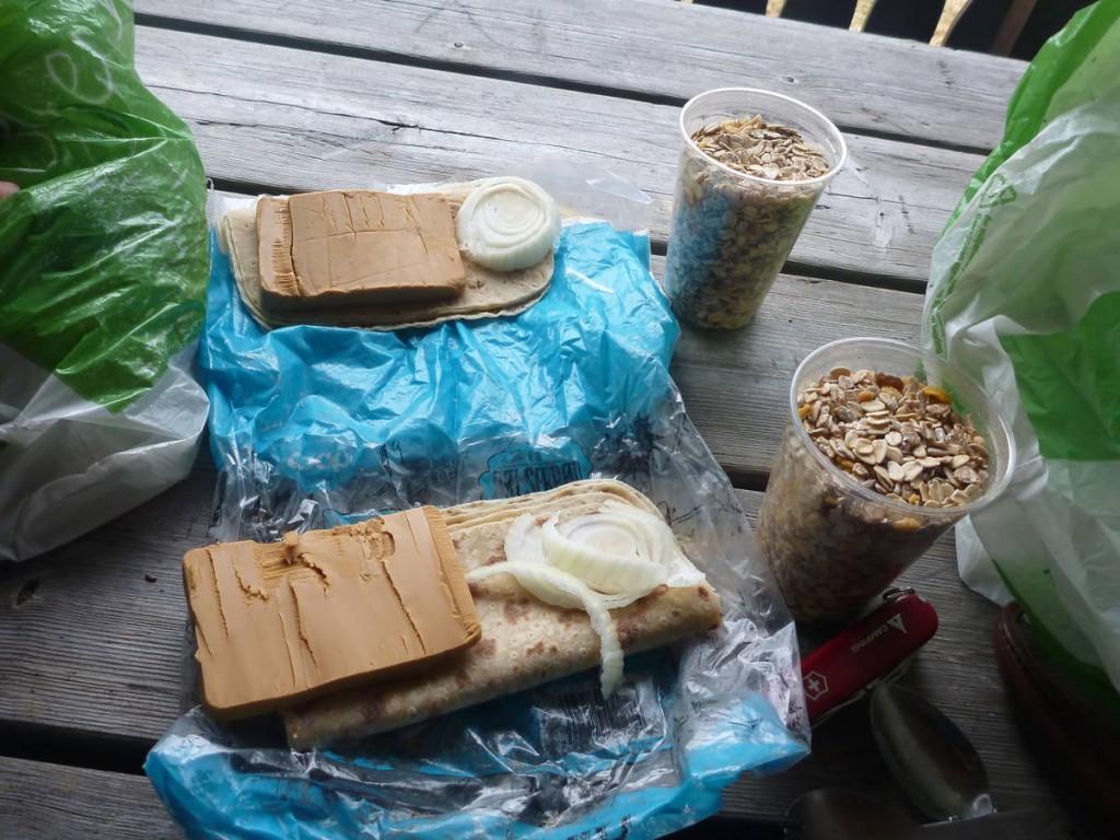 Ration réduite : Galette, oignons, muesli et fromage norvégien