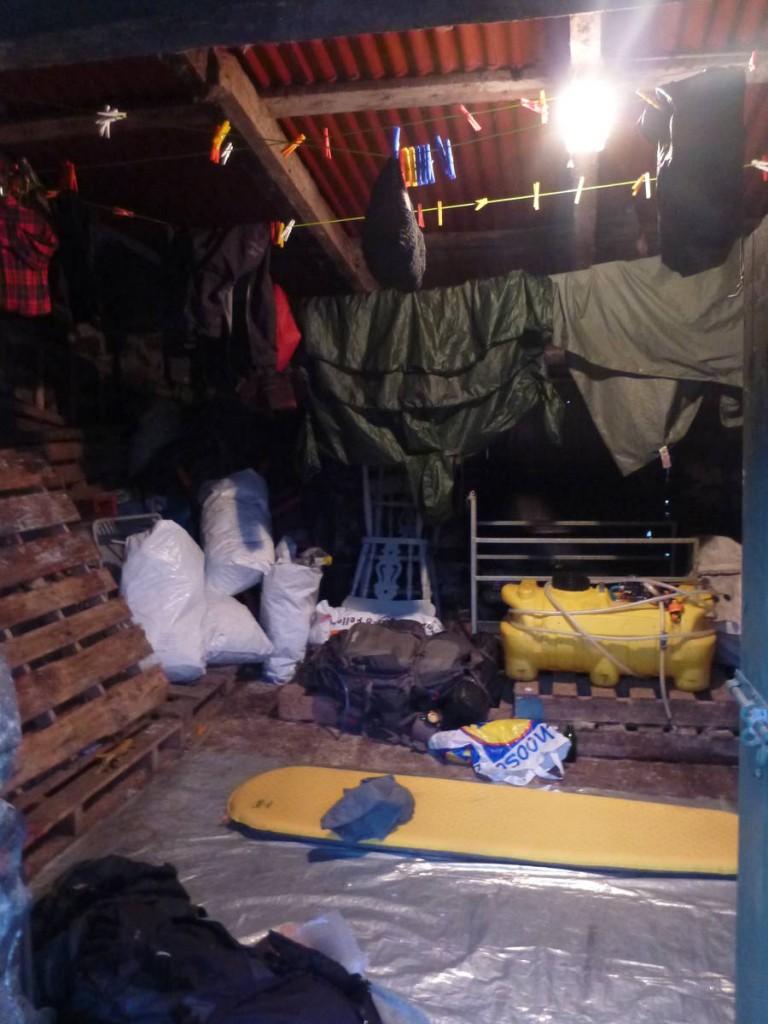 Nuit dans une cabane à outil d'une famille de fermiers