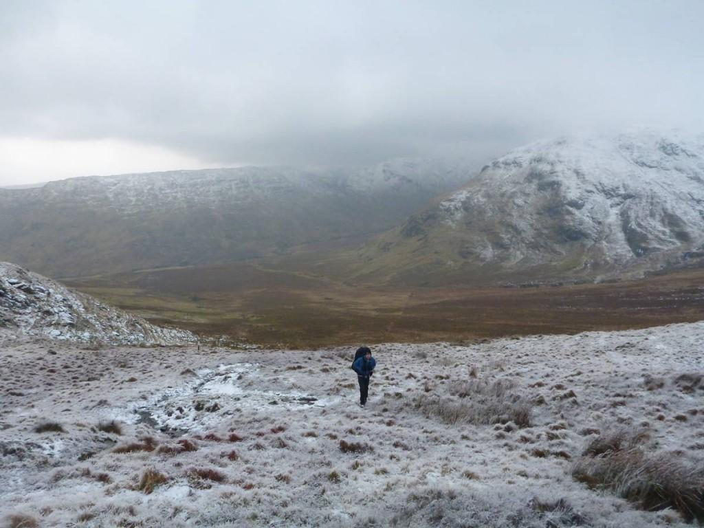 On grimpe les montagnes enneigées