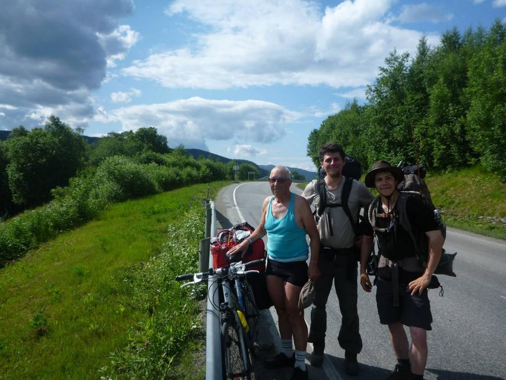 Un homme de 81 ans traversant la Scandinavie à vélo