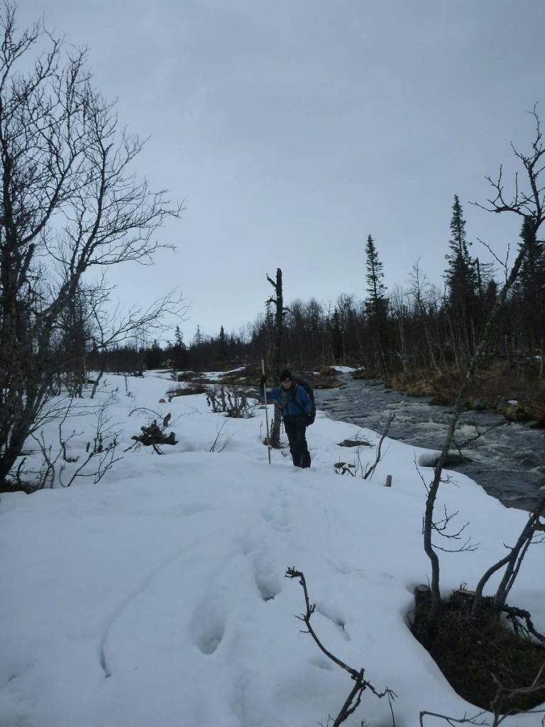 Je perd une de mes raquettes dans cette rivière...