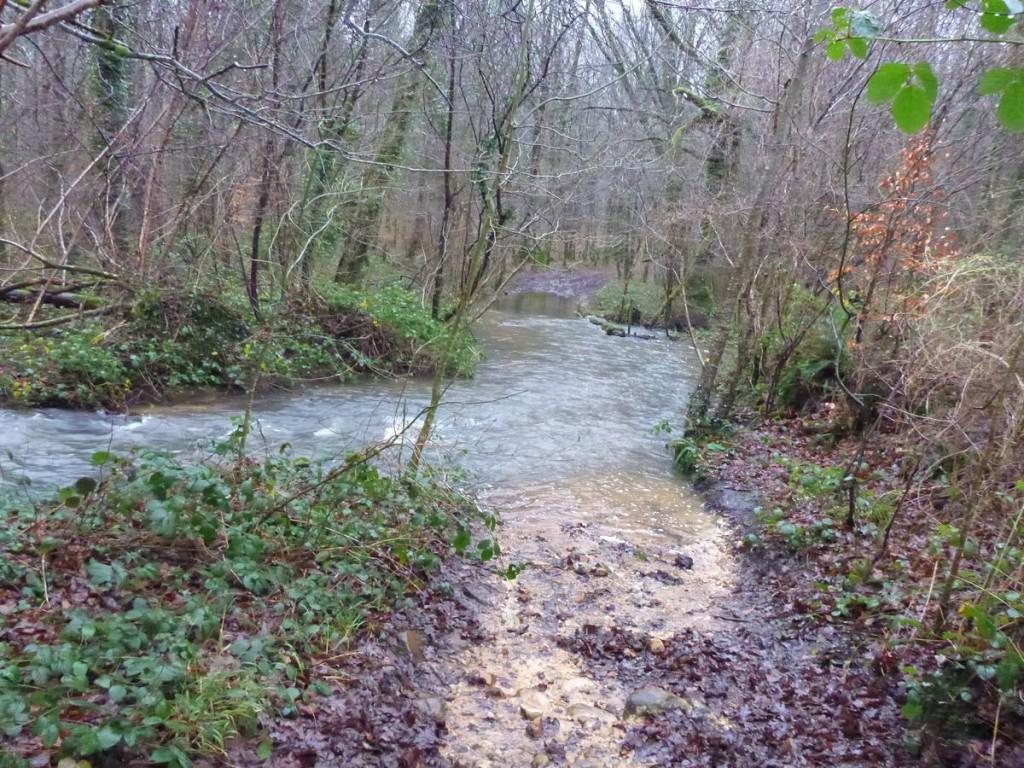 Les chemins balisés pour aller au mont Saint Michaël sont inondés