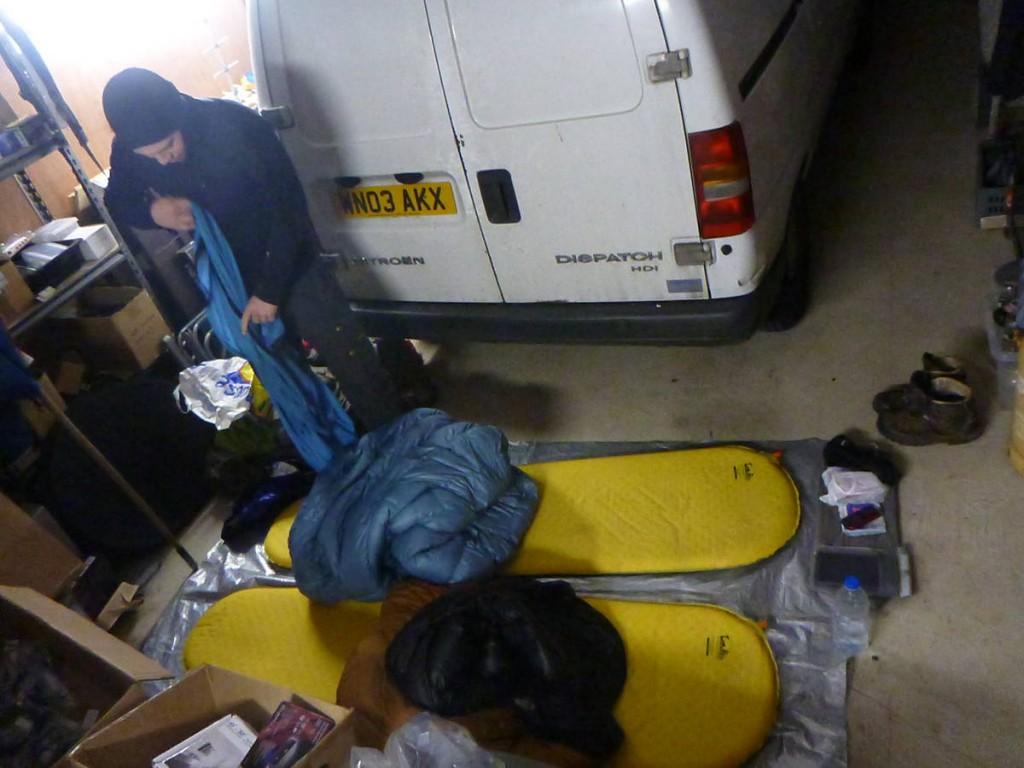 Nuit dans un garage, nos hôtes ne s'intéressant pas du tout à nous