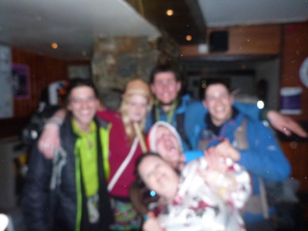 Rencontre de quelques jeunes écossais qui nous invitent à faire la tournée des pubs