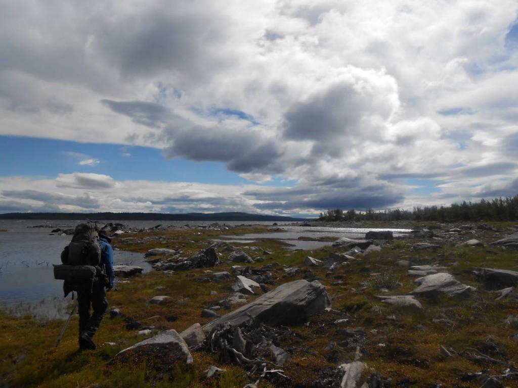 Afin d'éviter une navette pour traverser le lac, étant payante de surcoit, nous décidons de le contourner par un détour de plus de cinquante kilomètres