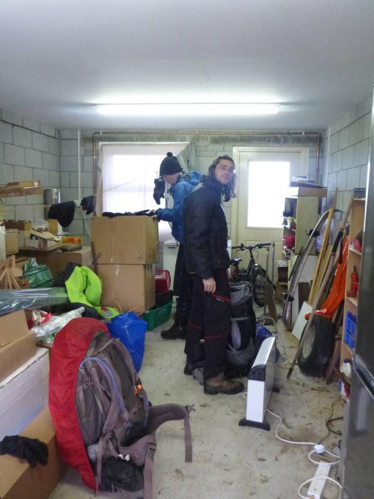 Et nous trouvons refuge le soir dans un garage d'une gentille famille