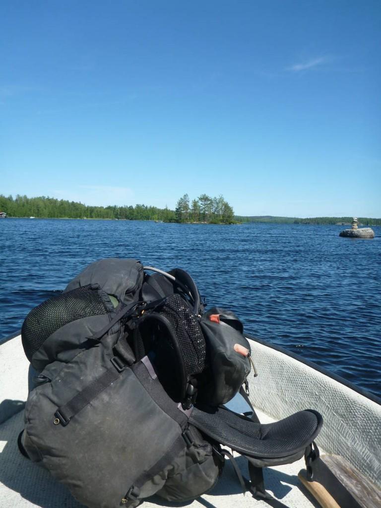 Ils m'emmènent sur leur barque à moteur le lendemain afin de me déposer cinq kilomètres plus loin