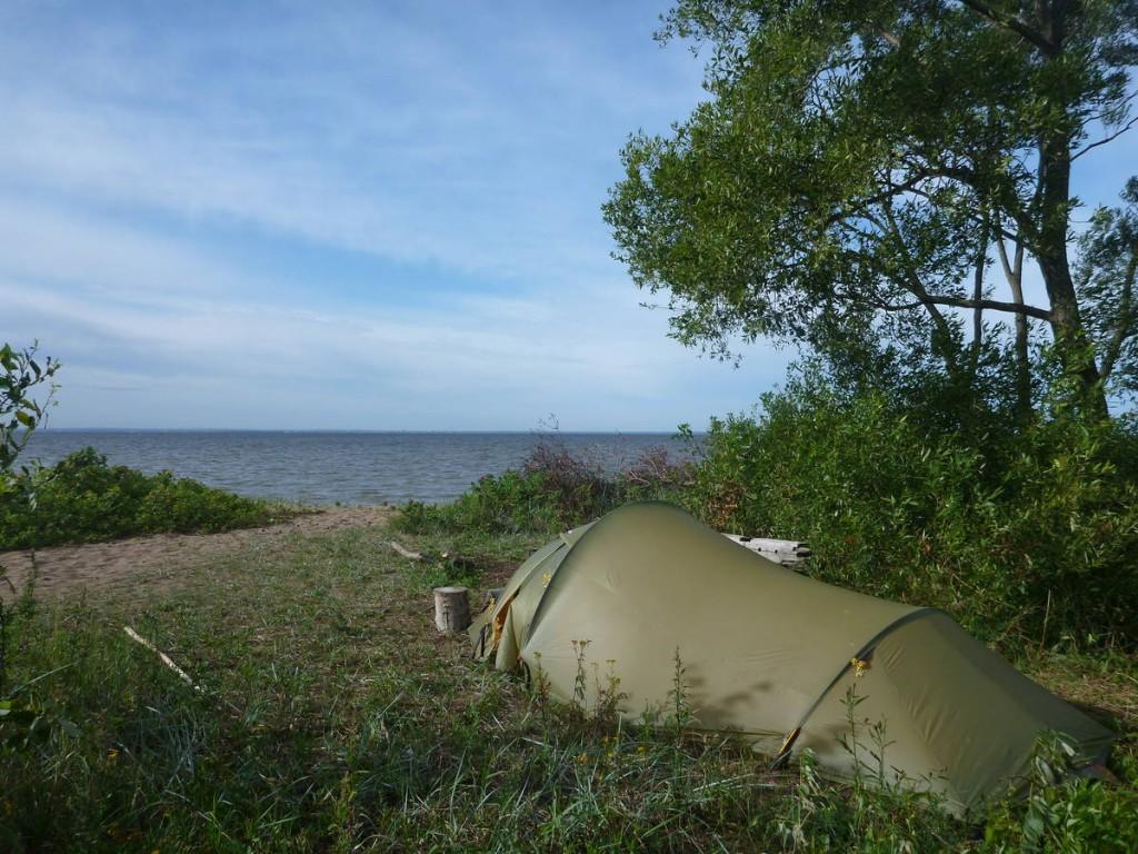 Il me faut deux jours pour entrer dans la ville, je réussis même à trouver un lieu ou dormir près d'une plage déserte