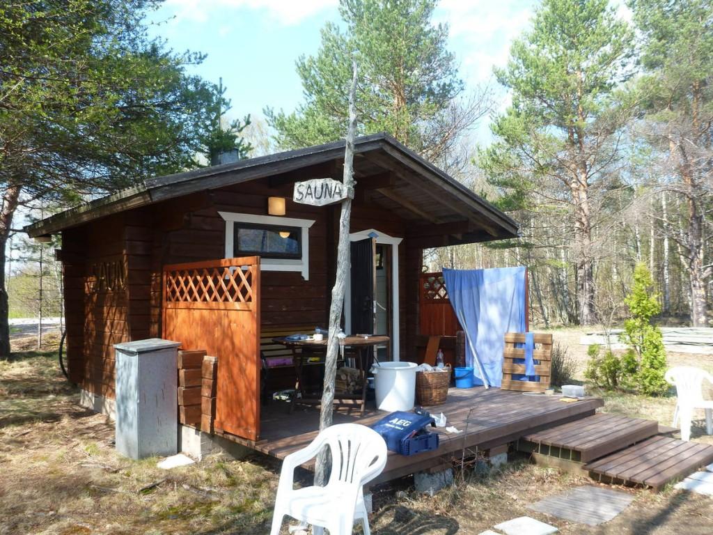 Je travaille essentiellement à rénover l'intérieur de ce beau sauna