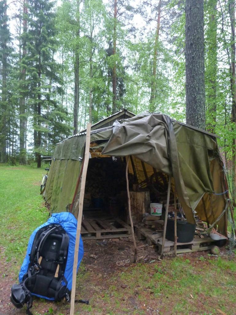 Un abri pour la nuit alors qu'il pleuvait des cordes dehors