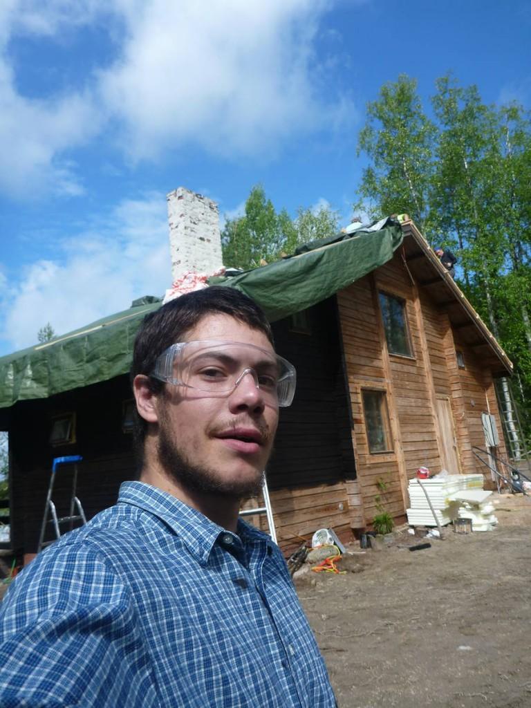 Je rencontre ensuite un homme m'invitant à l'aider quelques jours dans son cottage près d'un lac