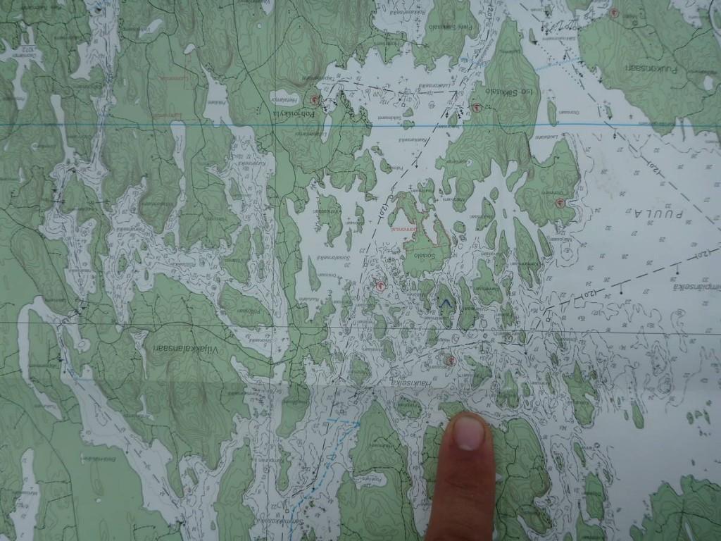 Perdu au milieu de tous ces lacs; Il faut que je trouve quelqu'un qui puisse me faire traverser ce lac