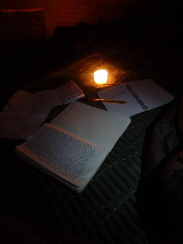 L'écriture le soir dans la tente est un moment très important