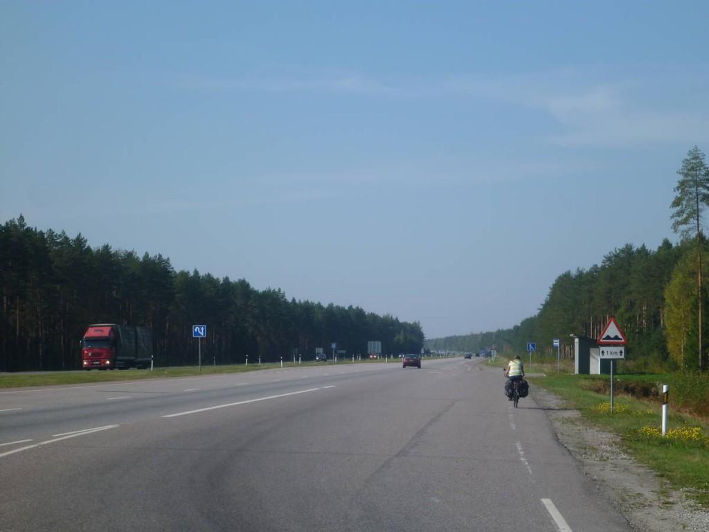Elle s'en retourne à son voyage direction la Finlande