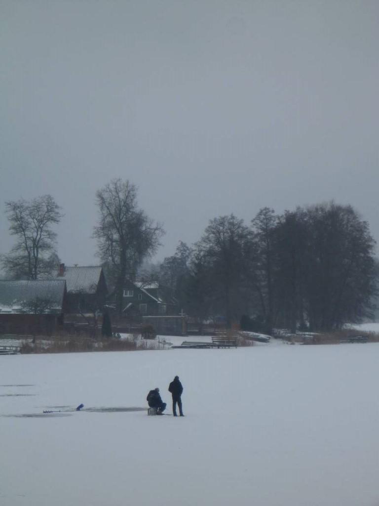 Le sport national des pays baltes : La pêche sur glace