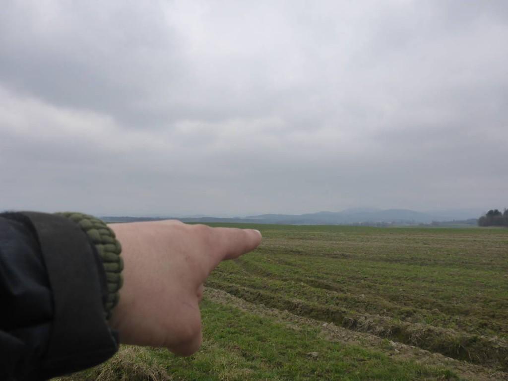 République tchèque droit devant, et Jesenik juste derrière la montagne