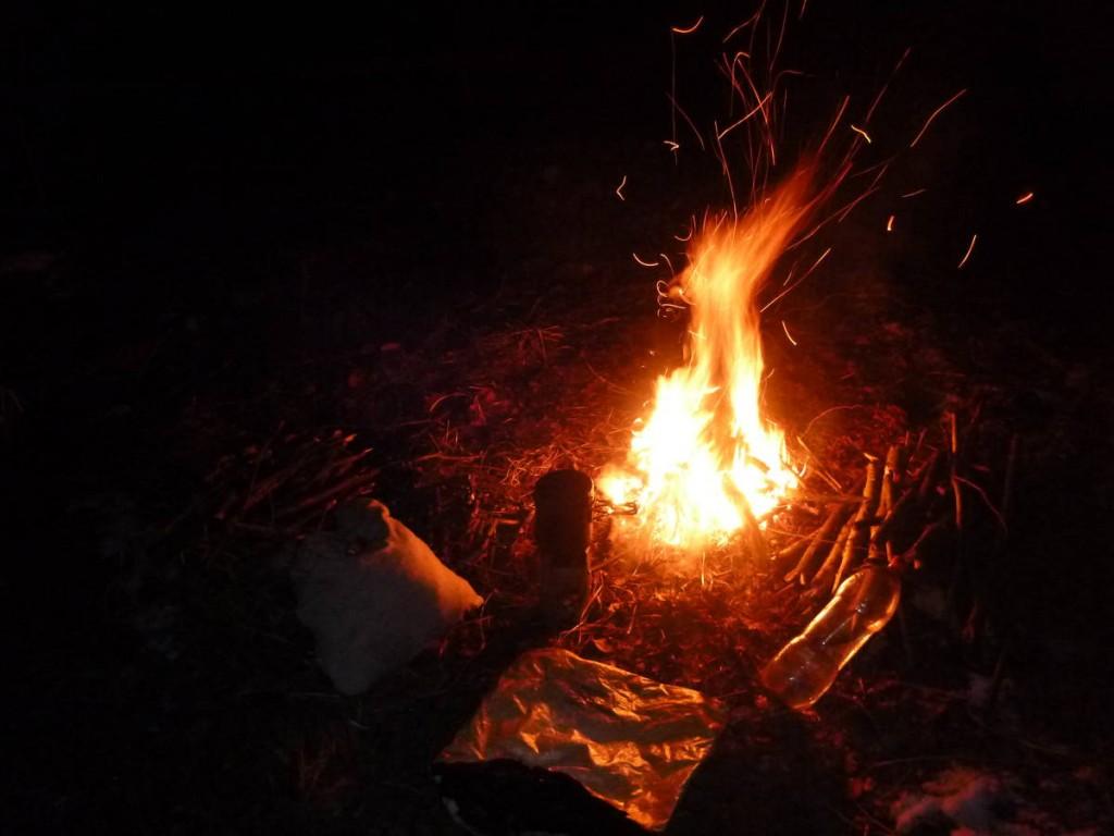 Organisation des soirées autour du feu chaque jour