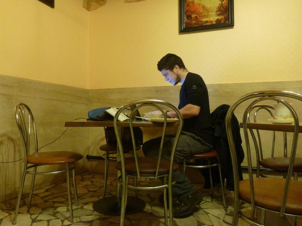 J'écris mes récits dans des petits cafés