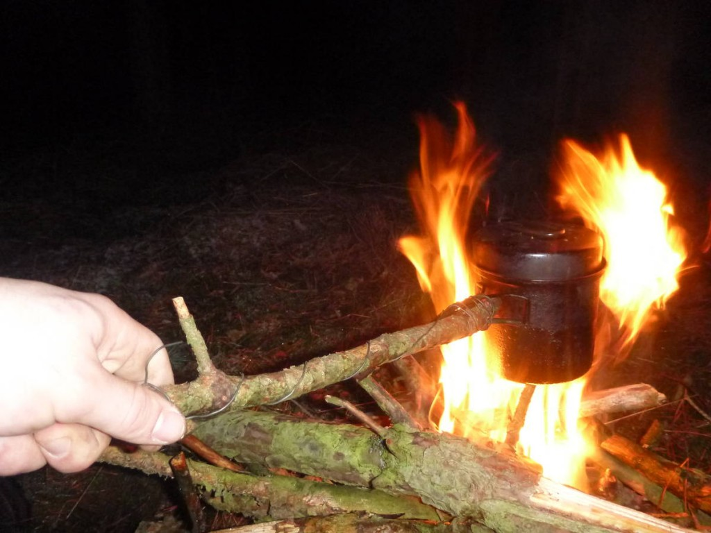 Je trouve une sacré bonne combine pour faire chauffer ma popote sans avoir à utiliser mon réchaud à bois.