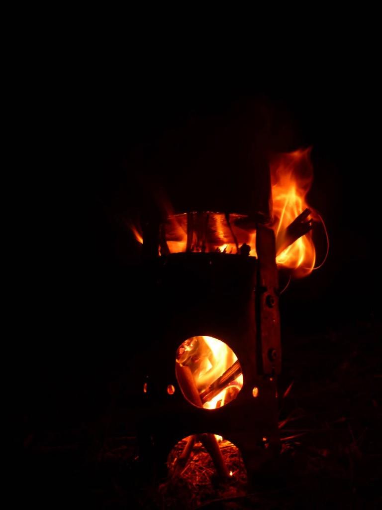 Mon pti réchaud à bois qui m'accompagne déjà depuis deux ans...