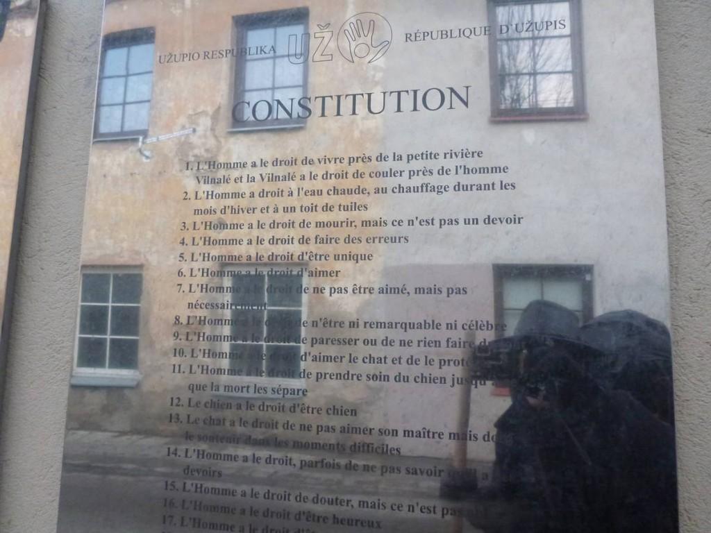 La constitution du quartier d'Uzupis, écrite dans toute les langues du monde