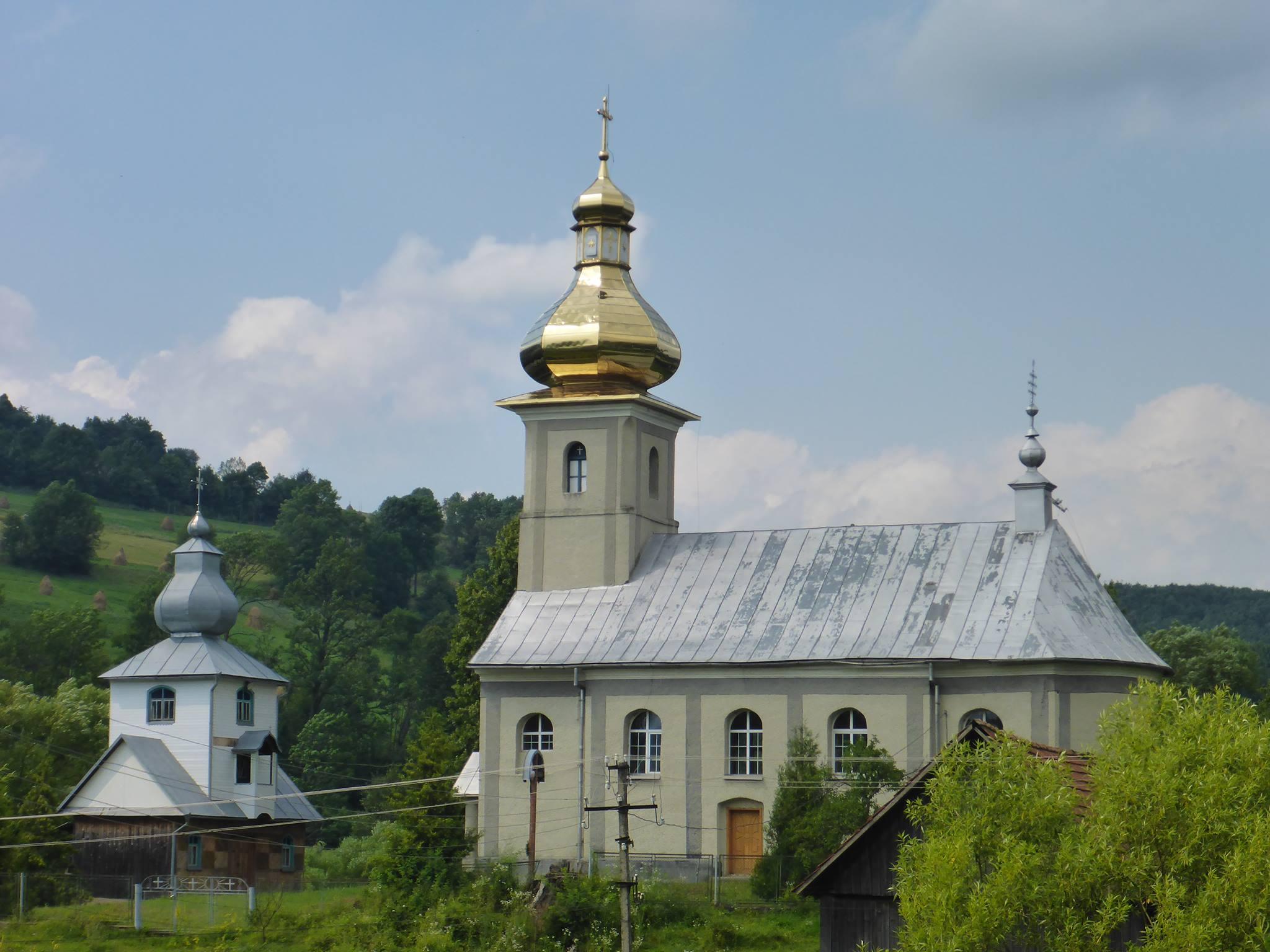 Les églises se repèrent de très loin à cause de leurs sommets brillants