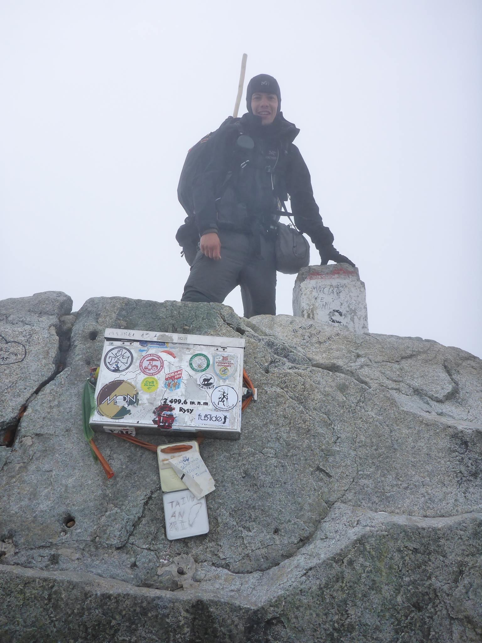 Et nous arrivons enfin au sommet à 2499 mètres, quel bonheur !