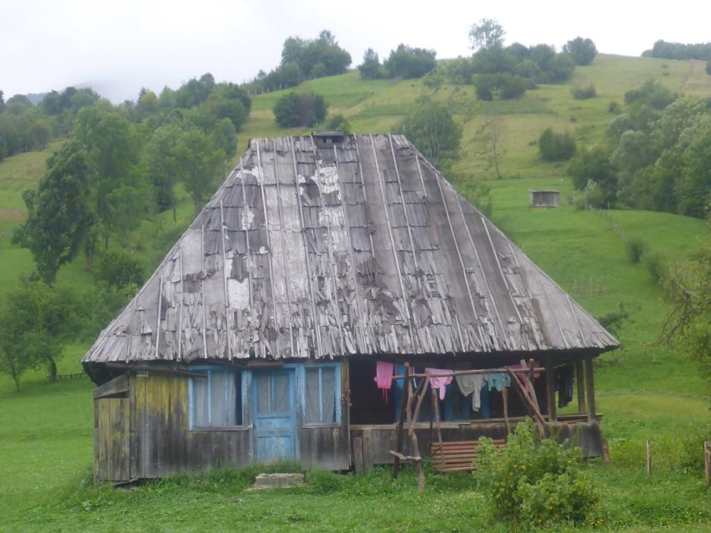 Par moment je ne comprend pas trop comment certaines maisons peuvent encore tenir debout. La magie slave sans doute !