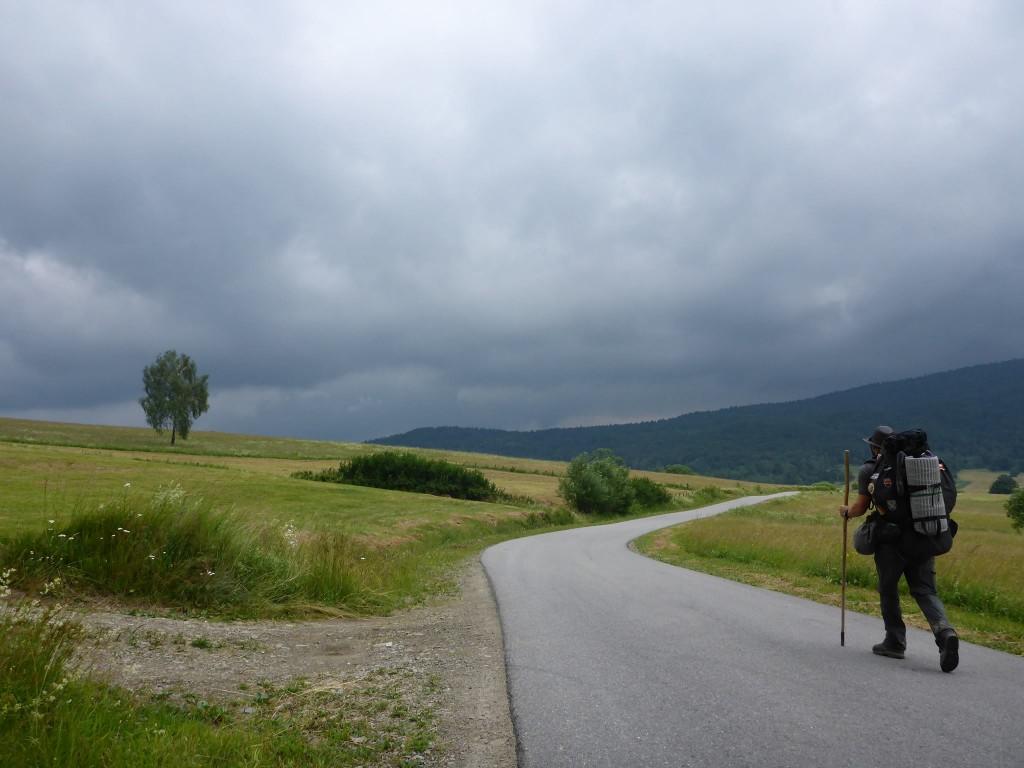 Je retrouve par moment de la marche très agréable à travers de petites routes traversant des campagnes assez paumées