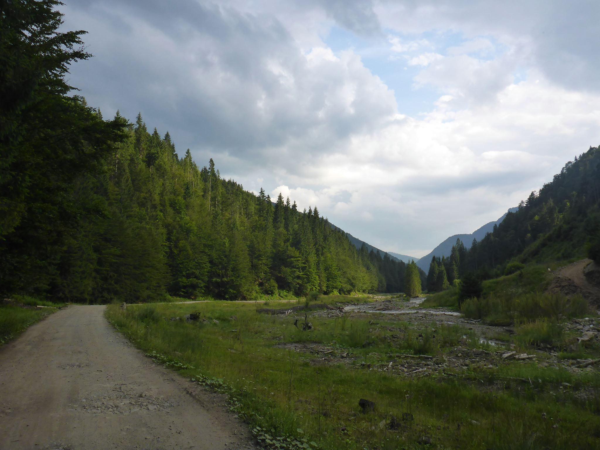 La région des Maramures au nord de la Roumanie. Je suis une piste jusqu'à arriver jusqu'au premier village