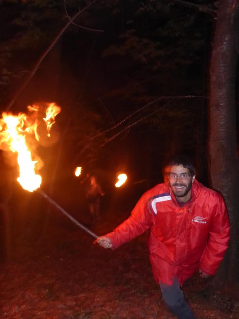 Rando nocturne avec des torches