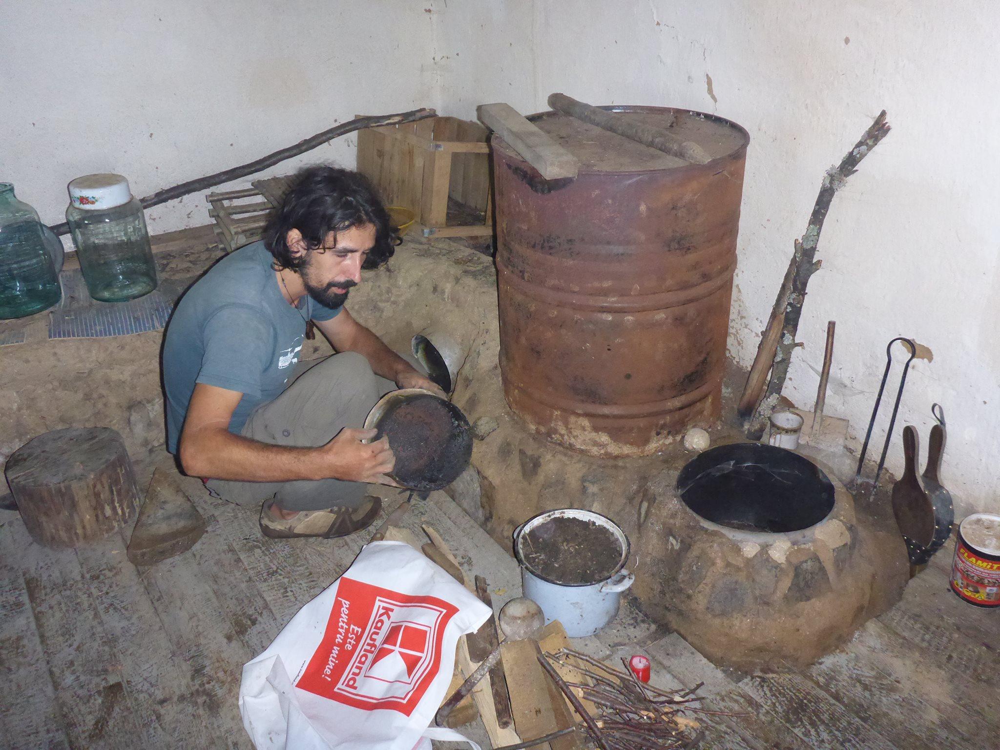 """Le """"rocket mass heater"""", un système de chauffage dont la consommation de bois est presque quatre fois inférieur à celle d'un poële normal."""