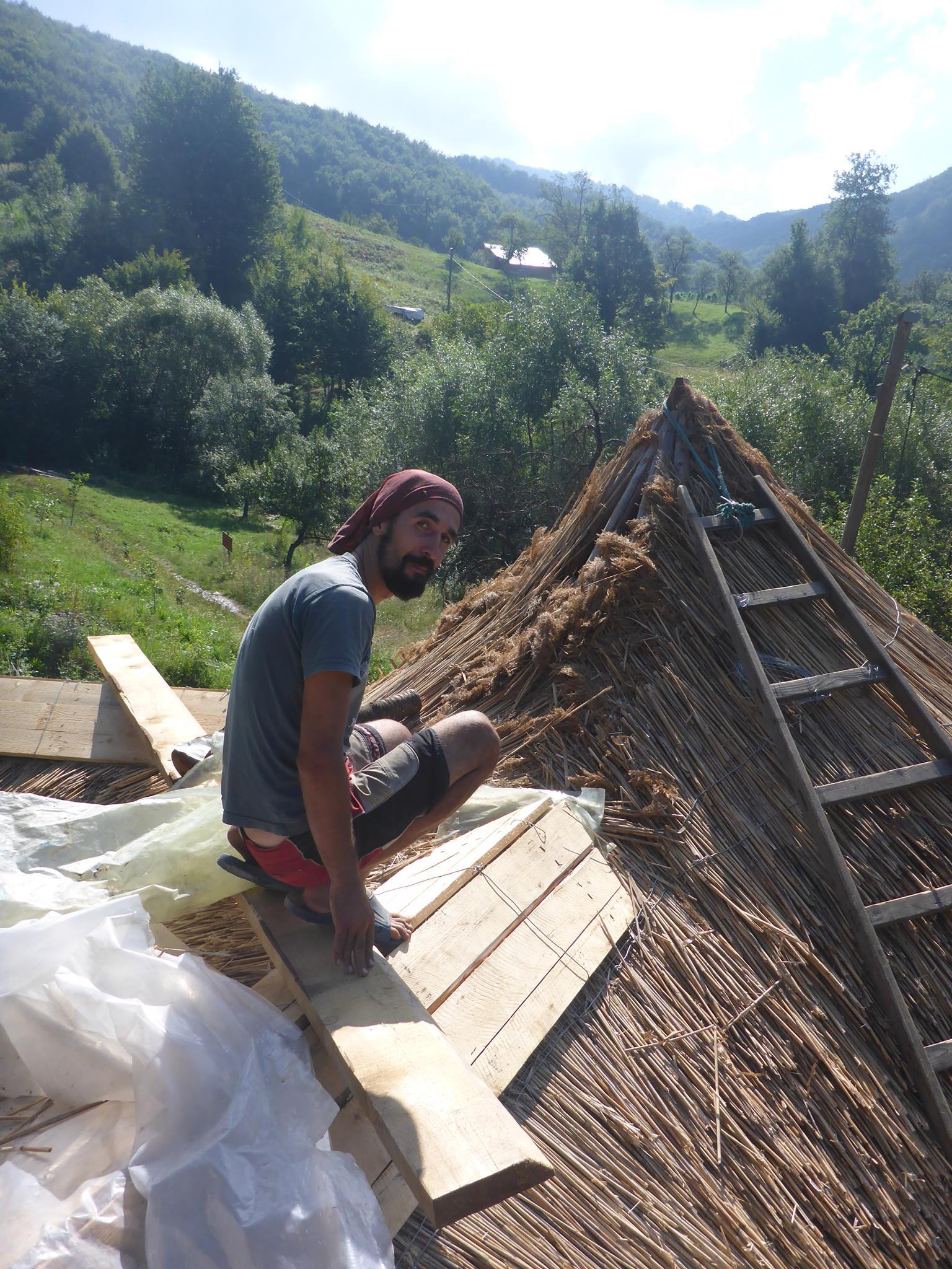 Je travaille essentiellement avec Adi pour le toit.