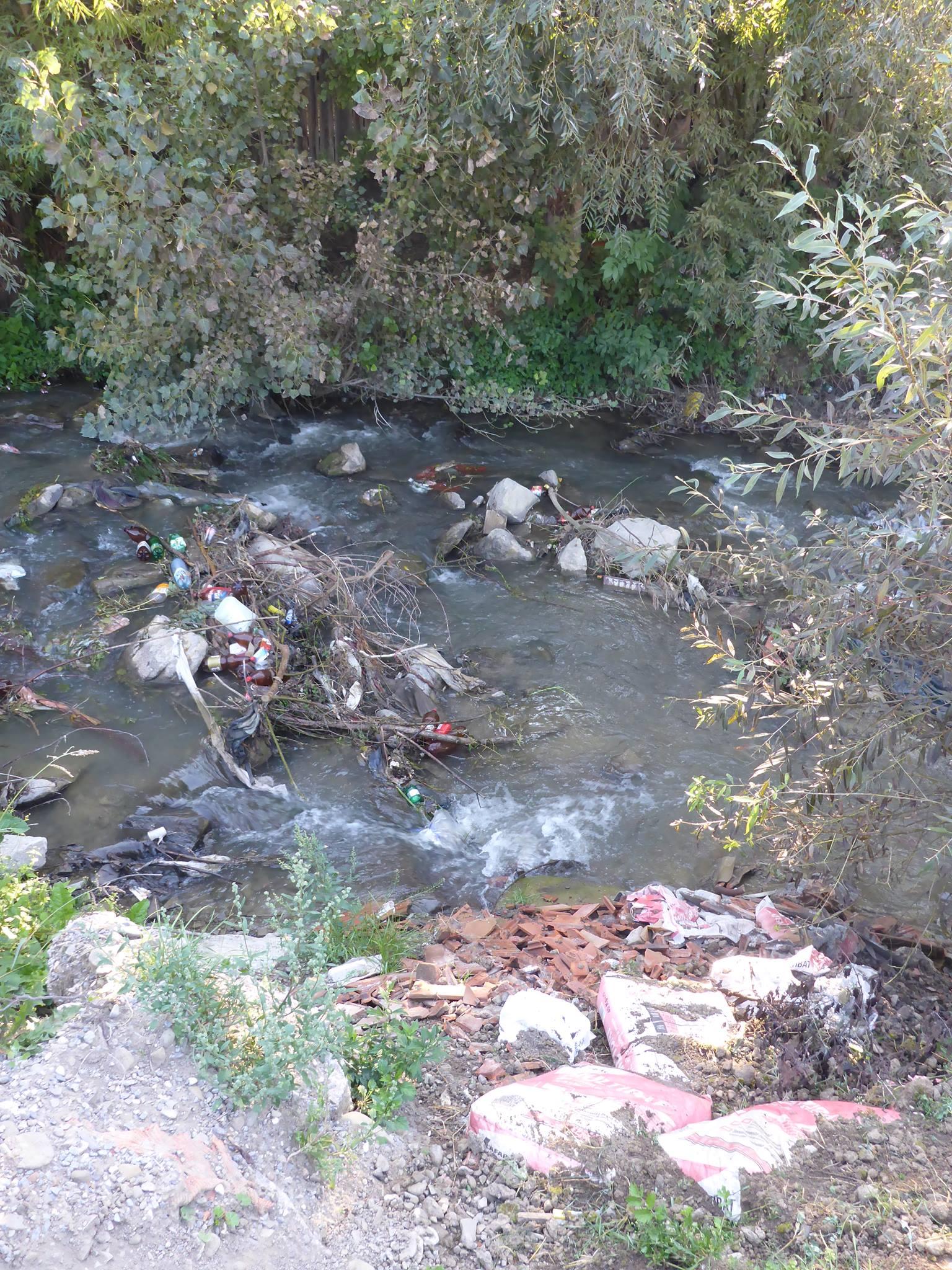 Les rivières traversant les villages sont de vrais dépotoirs