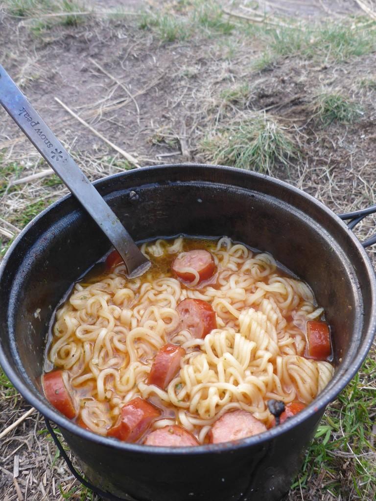 Un repas de fête ! Nouilles chinoises-saucisse-oignons et ail