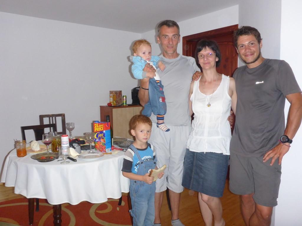 Robert et sa famille m'invite chez lui pour la nuit.